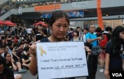 香港青年協會調查顯示,6成受訪者表示,民主發展重要過經濟發展。(美國之音湯惠芸攝)