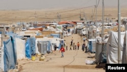 Syrian refugees, who fled the violence back home, are seen at the Domiz refugee camp in the northern Iraqi province of Dohuk, August 21, 2013.