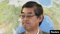 Japanese Foreign Ministry's Press Secretary Yutaka Yokoi listens to a reporter's question during a regular news conference at the Foreign Ministry in Tokyo, June 29, 2012.