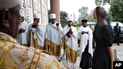 Иванка Трамп в соборе Святой Троицы Эфиопской православной церкви в Аддис-Абебе