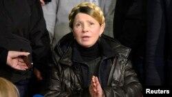 Yulia Timoşenko cezaevinden tekerlekli sandalyeyle çıkarıldı