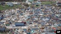 Uništene kuće na ostrvima Abako posle udara uragana Dorijan