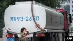 北韓受到聯合國制裁後平壤一個加油站的一輛運油車。(2017年7月21日)