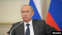 Tổng thống Nga Vladimir Putin chủ tọa phiên họp ở Voronezh, Nga, 5/8/2014.