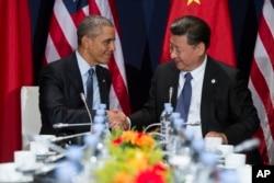 Tổng thống Mỹ Barack Obama và Chủ tịch Trung Quốc Tập Cận Bình trong cuộc họp bên lề Hội nghị biến đổi khí hậu tại Le Bourget, ngoại ô Paris, ngày 30/11/2015.