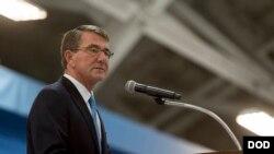 美国国防部长卡特1月11日在安德鲁空军基地为空军部部长詹姆斯举行告别仪式