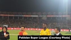 پشاور زلمی کے کپتان ڈیرن سیمی نے ٹاس جیت کر پہلے بیٹنگ کا فیصلہ کیا۔