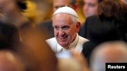El papa Francisco fue duro contra la curia en su mensaje navideño a los empleados del Vaticano.