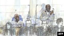 Illustration de Tito Barahira et Octavien Ngenzi, dans le box des accusés pour le génocide au Rwanda, à Paris, le 2 mai 2018.
