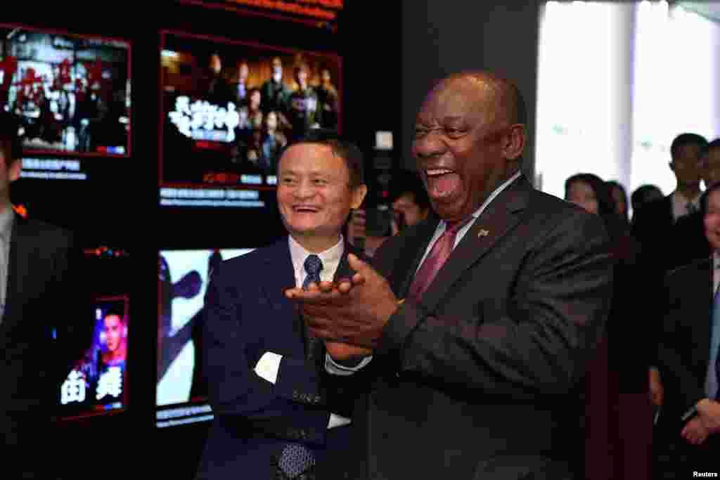 دیدار «سیریل راماپوسا» رئیس جمهوری آفریقای جنوبی با جک ما، از بنیانگذاران و رئیس هیئت مدیره سایت اینترنتی چینی «علی بابا» در چین