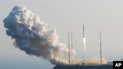 지난 달 30일 한국 전남 나로우주센터에서 발사에 성공한 한국 최초 우주발사체 나로호
