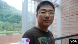 網絡電台主持人辛比表示,香港悼念六四的燭光應該遍地開花