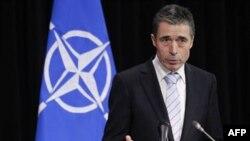 Tổng thư ký NATO Anders Fogh Rasmussen nói chuyện tại một cuộc họp báo ở Brussels hôm 3/2/12