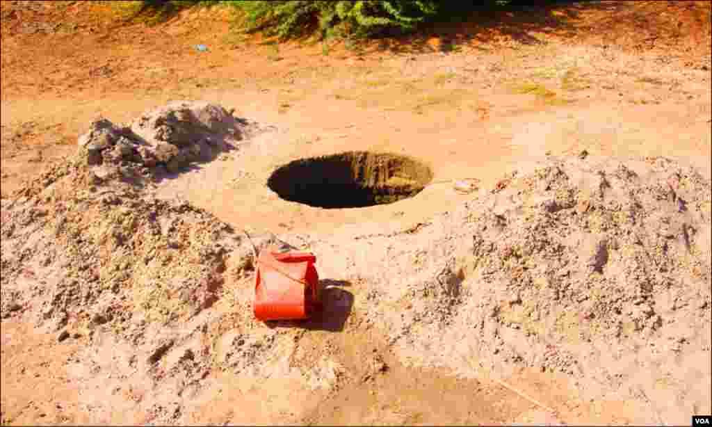 کھاروچھان کے دیہاتوں کے کنویں کھودنے پر بھی صاف پانی نہیں ملتا۔ بہت سے کنویں تک سوکھ گئے ہیں