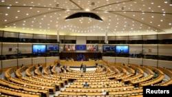 歐洲理事會主席米歇爾和歐盟委員會主席馮德萊恩2021年4月26日在比利時布魯塞爾出席歐盟議會全體會議。