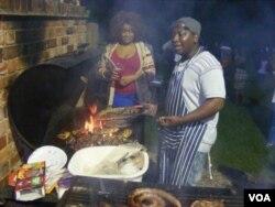 Thisa nyama ... Bawosa inyama abasendaweni yokukholisa.