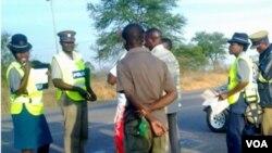 Amapholisa aweZimbabwe kuroad block