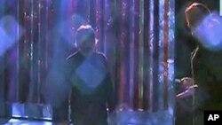 رنگ برنگی روشنیوں کے وینز ویلا کے فن کار کارلوس کرزڈیاز