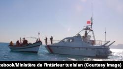 Une opération de sauvetage de la Garde maritime tunisienne en Méditerranée, 17 février 2018. (Facebook/Ministère de l'Intérieur tunisien)