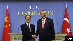 Kineski premijer Ven Djiabao i njegov turski domaćin Redžep Tajip Erdogan posle zajedničke konferencije za novinare u Ankari, 8. oktobar 2010.