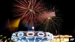 지난해 미국 독립기념일에 뉴저지에서 열린 불꽃놀이 행사. 7월 4일은 미국의 독립기념일로 올해는 미국이 영국으로부터 독립한지 237주년 되는 해이다. (자료사진)