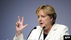 Nemačka kancelarka Angela Merkel poručila da će Nemačka dati sve od sebe da pomogne grčkoj ekonomiji.