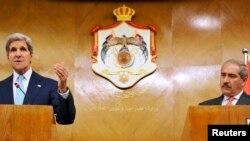 중동을 순방 중인 존 케리 미국 국무장관(왼쪽)은 17일 요르단 암만에서 나세르 주데 요르단 외무장관과 공동기자회견을 가졌다.