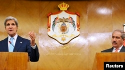 7月17日克里国务卿在安曼与约旦外长举行联合记者会。