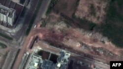 Спутниковый фотоснимок города Хомс: видны три танка вблизи здания местного университета