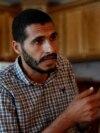 Palestinski novinar Hasan Slaje pokazuje svoju blokiranu Facebook stranicu u intervjuu u Gaza Sitiju, 18. oktobra 2021.