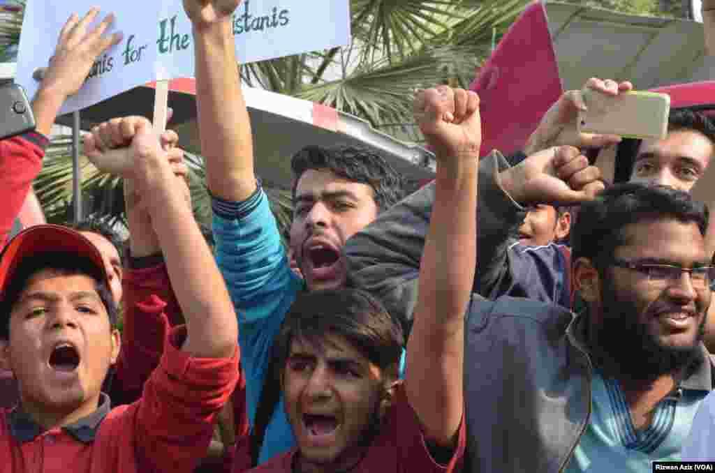 بچوں اور ان کے والدین نے حکومتِ پاکستان سے اپیل کی ہے کہ ترک عملے کو پاکستان سے نکالے جانے کا فیصلہ واپس لیا جائے۔