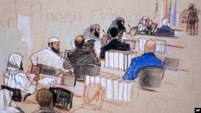 Proses sidang dengar keterangan di Teluk Guantanamo tertunda 40 detik di ruangan lain di mana keluarga korban dan media mengikutinya.