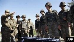 Азербайджанские власти передали Армении тело Манвела Сарибекяна. Армения. 4 ноября 2010 года