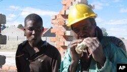 Reacções a a programa de criação de empregos em Angola - 2:26