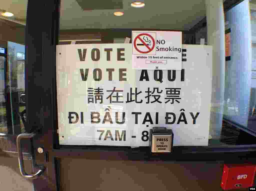 波士頓的一個投票站 (美國之音記者楊晨拍攝)