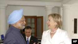US Secretary of State Hillary Clinton and India's Prime Minister Manmohan Singh (file photo)