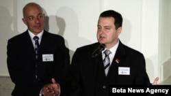 Premijer Srbije Ivica Dacic i stalni koordinator UN u Srbiji Vilijam Infante u Beogradu 24. oktobra 2012.