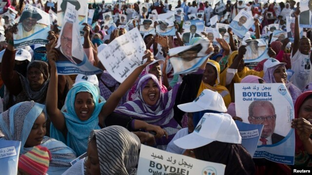 People attend a campaign rally for presidential candidate Boydiel Ould Houmeid in Nouakchott, Mauritania, June 18, 2014.