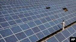 بھارت: شمسی توانائی کا بڑھتا ہوا استعمال