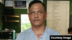 ABSDF ရဲ႕ ဗဟိုေကာ္မတီဝင္ ကိုမင္းေဌးကို ရံုးထုတ္စဥ္ (Ma Hnoung' facebook )