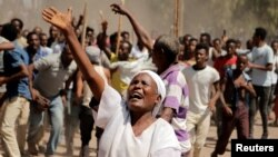 Supporters of Bekele Gerba, secretary general of the Oromo Federalist Congress (OFC), chant slogans to celebrate Gerba's release from prison, in Adama, Oromia Region, Ethiopia Feb. 14, 2018.
