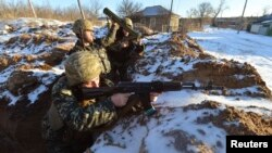 Ukrainian servicemen guard their position in the village of Luhanska, Luhansk region, Jan. 24, 2015.