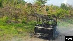 Moçambique, carro da polícia incendiado em Sofala