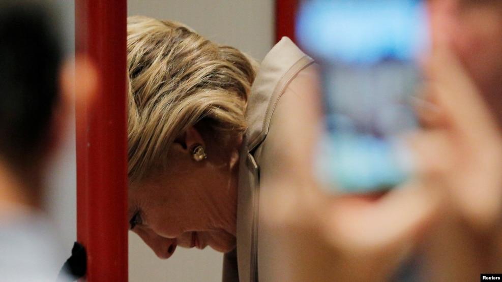 Bà Clinton bỏ phiếu ở New York hôm 8/11.