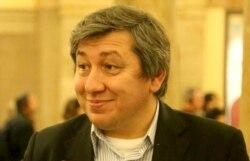 Altay Göyüşov sovetlərin milli kimlik siyasətini şərh edir
