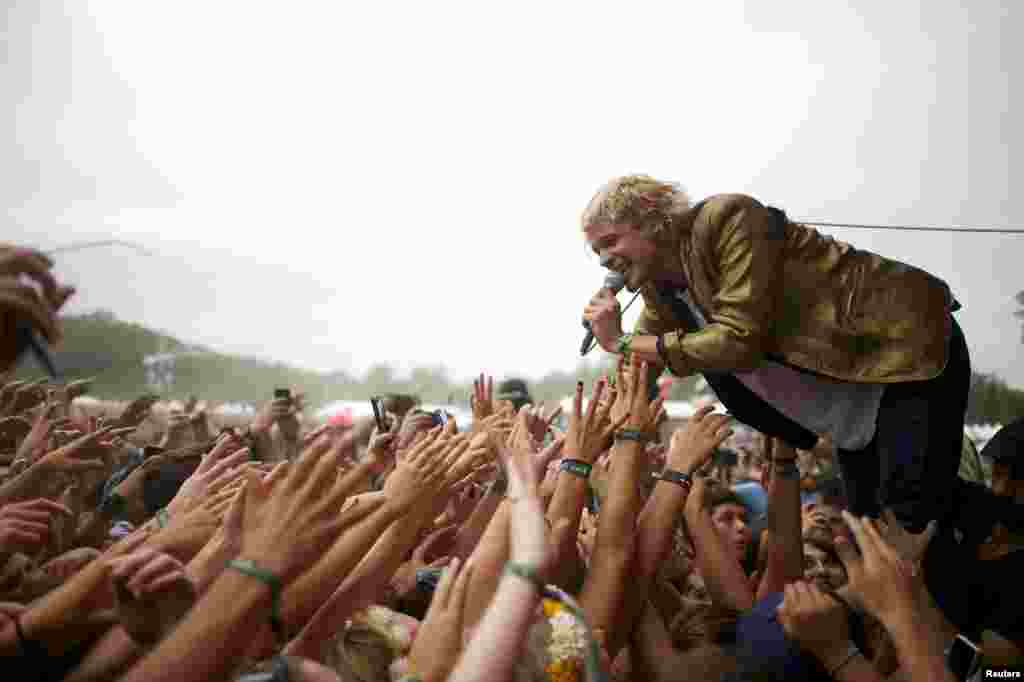 Vocalist Christian Zucconi of the Grouplove band greets fans during a performance at the Firefly Music Festival in Dover, Delaware, USA, June 21, 2014. The four-day festival is set at the 105-acre grounds on the Dover International Speedway where many well known bands will perform.