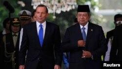 PM Australia Tony Abbott (kiri) saat melakukan kunjungan ke Jakarta dan diterima Presiden Susilo Bambang Yudhoyono di Jakarta, 30 September 2013 (foto: dok).