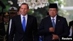 ၾသစေၾတးလ်ဝန္ႀကီးခ်ဳပ္Tony Abbott (ဝဲ) ႏွင့္ အင္ဒိုနီးရွားသမၼတ Susilo Bambang Yudhoyono (ယာ) (စက္တင္ဘာ ၃၀၊ ၂၀၁၃)