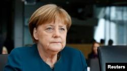 La chancelière allemande Angela Merkel arrive au Parlement à Berlin, Allemagne, le 8 mars 2017.