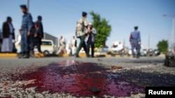 지난달 25일 예멘 수도 사나에서 군용버스틀 노린 테러 공격이 발생한 가운데, 희생자들의 핏자국이 남아있다. (자료사진)